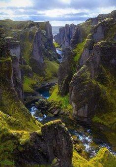 Фьядрарглйуфур. Это один из самых красивых каньонов в Исландии