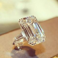 When it comes to diamonds, no one does it better than Graff Diamonds. Emerald Cut Diamonds, Diamond Cuts, I Love Jewelry, Fine Jewelry, Ring Verlobung, Solitaire Ring, Gold Ring, Dream Ring, Schmuck Design