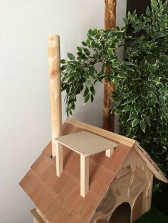 The DIY cat tree offers an alternative to traditional scratching posts. Full of leaves, your cat will love to climb this natural-looking cat tree! Climbing Frame Diy, Cat Tree Designs, Diy Cat Tree, Cat Trees, Cat Tree Plans, Adventure Cat, Wood Cat, Cat Shelves, Cat Room