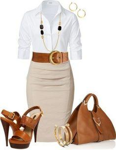 camisa branca, saia creme escuro, sapatos salto alto castanhos, mala castanha e pulseira