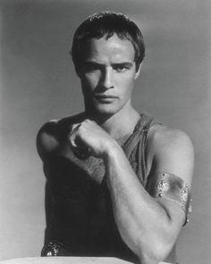 Marlon Brando dans son Oscar nommé rôle de Marc-Antoine dans la production…