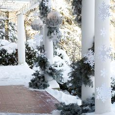 Christmas Garland and Swag Decorating Ideas....Frosted Snowflake Christmas Garland
