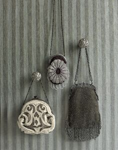 Google Image Result for http://www.countryliving.com/cm/countryliving/images/Three-Vintage-Evening-Bags-AWC0107-de.jpg