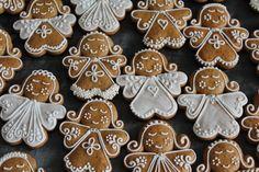"""Képtalálat a következőre: """"húsvéti mézeskalácsok"""" Gingerbread Icing, Best Gingerbread Cookies, Gingerbread Decorations, Christmas Gingerbread, Christmas Hearts, Christmas Dishes, Christmas Cooking, Christmas Goodies, Easy Christmas Cookies Decorating"""