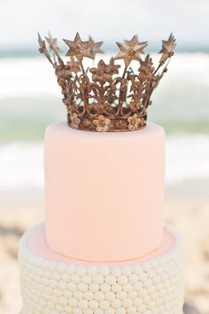 pastel pink + gold, lovely vintage crown. so gorgeous!
