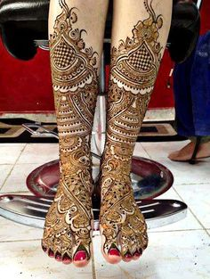 Mehndi Designs for Legs :We love the diverse effects mehndi gives to one's feet. Here are a few leg mehndi designs to get you started.