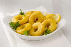 Los calamares a la romana al horno son la mejor opción para disfrutar de una tapita cuidando a la vez la dieta ¿No los has probado? ¡Aquí tienes la receta!