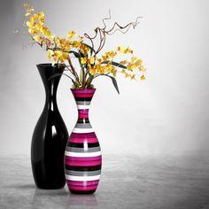 Um par de vasos com cores diferentes é um detalhe que faz a diferença, valoriza e marca o ambiente.