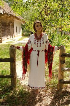 How to meet Eastern European brides? Women from Ukraine and Russia are looking for good, honest and reliable men like you! Find your love easy! Eslava, Ukraine Women, Ukrainian Art, Ukrainian Dress, Ethno Style, Folk Fashion, Russian Fashion, Folk Costume, Costumes