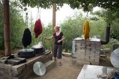 Theresa Loveless dyeing her Weaving Southwest yarn.