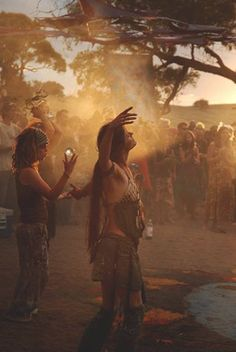 "spiritual-realm: ""lose oneself within the trance ❀❈ "" Hippie Vibes, Hippie Love, Hippie Man, Hippie Gypsy, Hippie Style, Hippy, Grunge Hippie, Mundo Hippie, Estilo Hippie"