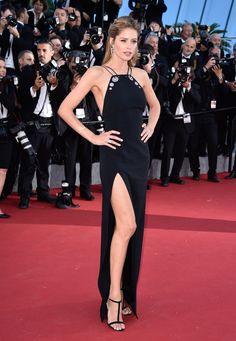 Doutzen Kroes, égérie L'Oréal Paris, en robe Mugler pré-collection automne-hiver 2015-2016 et bijoux Lynn Ban