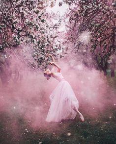 Kristina Makeeva fotografuje sukienki w bajkowy sposób - Zeberka.pl