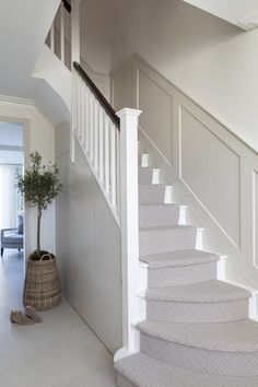 House Staircase, Staircase Design, Interior Design Gallery, Home Interior Design, Hallway Designs, Hallway Ideas, Stair Paneling, Entrance Hall Decor, Narrow Hallway Decorating