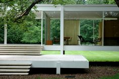 farnsworth house - @Christine Holland Jones and I need to visit this place. It's only an hour away from Hyde Park!