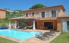 Superbe maison en Provence, architecture typique de la région, esprit pittoresque et belle piscine vous en rêviez ? À partir de 3356€ / 7 jours (pour dix personnes) , qu'attendez vous pour partir avec toute la famille ou vos amis ? #provence #location #maison