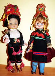 trajes regionales del mundo en muñecas - Buscar con Google