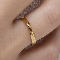 Mobius ring 9k Mobius ring Wedding band SOLID GOLD mobius