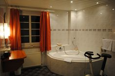 Badezimmer Restaurant, Bathtub, Bathroom, Cottage Chic, Bathrooms, Standing Bath, Washroom, Bath Tub, Restaurants