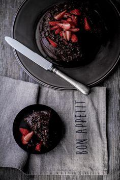 - VANIGLIA - storie di cucina: Torta per mia sorella: fragole e triplo cioccolato.