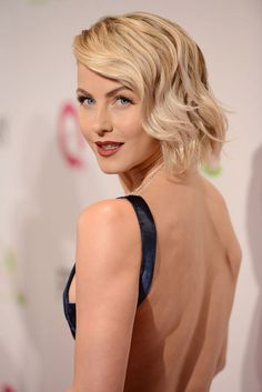 Julianne Hough: 25 most impressive and trendy hairstyles for your hair inspiration - Women Hair Models Very Short Hair, Short Curly Hair, Short Hair Cuts, Curly Hair Styles, Cool Short Hairstyles, Chic Hairstyles, Pelo Retro, Retro Bob, Long Faces