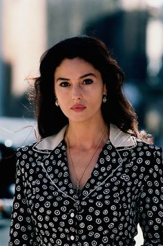 monica belluci style Monica Bellucci as Malena Beautiful Celebrities, Beautiful Actresses, Beautiful People, Beautiful Women, Bond Girls, Monica Belluci Malena, Monica Bellucci Movies, Monica Bellucci Makeup, Hollywood Actresses