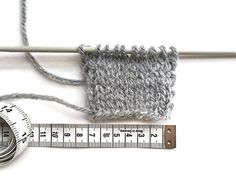 How to calculate how many stitches to mount for garment Baby Knitting Patterns, Loom Knitting, Hand Knitting, Knitting Ideas, Cable Stitch Knit, Baby Shower Decorations, Knit Crochet, Crochet Necklace, Diy Crafts
