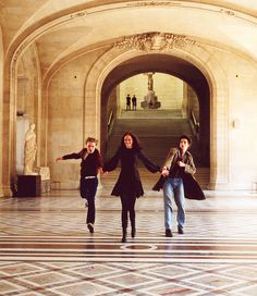 The Dreamers by Bernardo Bertolucci - Running through the Louvre.