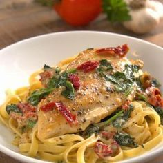 Tuscan chicken in a creamy sauce, a divinely comforting recipe – Recipes – Ma Fourchette Tuscan Recipes, Italian Dinner Recipes, Italian Dishes, Chicken Recipes Video, Meat Recipes, Crockpot Recipes, Cooking Recipes, Recipe Chicken, Summer Entrees
