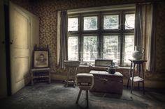 http://www.rebeccabathoryblog.com/wp-content/uploads/2012/09/bull-manor-urbex.jpg