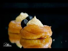 Zeppole di San Giuseppe frita y al horno Gourmet Recipes, Snack Recipes, Healthy Recipes, Snacks, Pork Cheeks, Eclairs, Four, Fritters, Mini Cakes