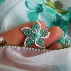 Fotoğraf açıklaması yok. Tatting, Needle Lace, Bargello, Lace Ruffle, Crochet Designs, Knitting Yarn, Needlework, Knit Crochet, Weaving