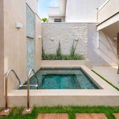 25 Gorgeous Small Pool Design For The Backyard 14 Small Swimming Pools, Small Backyard Pools, Backyard Patio Designs, Small Pools, Swimming Pools Backyard, Swimming Pool Designs, Terrasse Design, Small Pool Design, Mini Pool