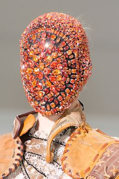 Martin Margiela Fall 2012 Couture Runway Details but insanely It reminds me too. Fashion Mask, Couture Fashion, Women's Fashion, Margiela Mask, Mode Bizarre, Bling Bling, Weird Fashion, Dark Fashion, High Fashion