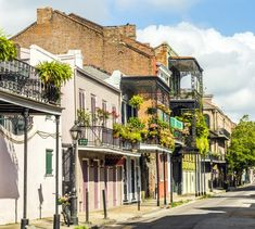 Here are 26 cheap—and free!—things to do, eat, and see in New Orleans that won't bankrupt your trip.