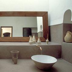 Un ryad a marraketch - La salle de bains avec robinetterie de cuivre