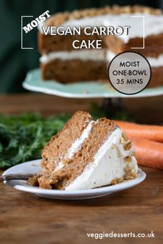 This 1-bowl vegan carrot cake is insanely delicious! It's moist, flavourful and super easy to make in just 35 minutes. Nobody will guess that it's vegan! Easy Carrot Cake, Vegan Carrot Cakes, Food Cakes, Bolo Vegan, Vegan Cream Cheese Frosting, Vegetable Cake, Vegan Junk Food, Vegan Cupcakes, Savoury Cake