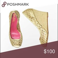 Lilly Pulitzer Resort Chic Wedge Basketweave in Go Lilly Pulitzer Resort Chic Wedge Basketweave in Gold Metallic - As you face the electric blue sea, sparkle in freshness in these resort-chic Lilly Pulitzer wedges. Leather upper with basket-weave design. Slip-on construction. Man-made lining. Lightly padded footbed. Covered wedge heel. Brand-stamped synthetic sole. Made in Brazil. Measurements: Heel Height: 3.5 in. Weight: 12 oz. Platform Height: 0.75 in. 🌟BOX NOT INCLUDED🌟 Lilly Pulitzer…