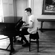 Can Jamie even play piano? I remember and interview for TMI where he said he got really frustrated trying to play it.