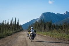 A nice dirt road, fantastic scenery and a BMW GS... There's basically nothing more you could ask for, is it?