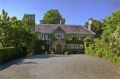 Property news update: Vivien Leigh's home for sale - Property - The Independent English Country Style, Country Life, English Village, Vivien Leigh, News Update, Mansions, House Styles, Homes, Stars