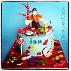 Wreck-it Ralph birthday cake!  By Pienso en Dulce