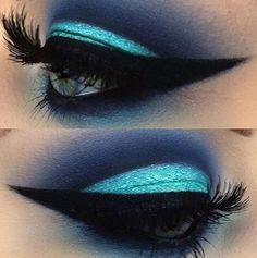 Hypnotized by MUA beguilingly blue smokey eye. by patmcgrathreal Beautiful Eye Makeup, Flawless Makeup, Beautiful Eyes, Awesome Makeup, Makeup Tips, Beauty Makeup, Hair Makeup, Blue Smokey Eye, Carnival Makeup