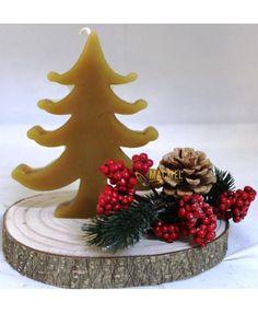 Centro de Natal Tronco com Vela de cera natural de abelha - Pinheiro #macmel #presentes #natal #beegifts #rústico #homedeco #cera #abelha Bee Gifts, Table Decorations, Natural, Home Decor, Christmas Candle Holders, Wood Trunk, Pine Tree, Gifts, Candle Wax