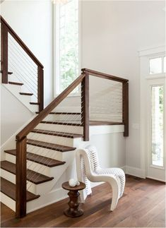 16 Creative Stair Railing Ideas To Develop a Focal Point in Your Home Stair railing decor matters. It can make or break the staircase's look. To help you style it, here we listed 16 stair railing ideas you must check out Cable Stair Railing, Modern Stair Railing, Staircase Railings, Railing Design, Staircase Design, Banisters, Stairways, Staircase Ideas, Staircase Remodel