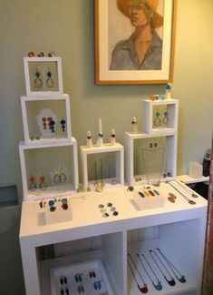 Jewerly Shop Display Boutiques Craft Fairs 67 New Ideas Craft Show Booths, Craft Fair Displays, Market Displays, Craft Show Ideas, Booth Displays, Stall Display, Display Shelves, Box Shelves, Display Ideas