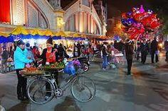 Hanoi nightlife http://holidaytoindochina.com/destinations/vietnam-destinations/hanoi-travel/hanoi-nightlife