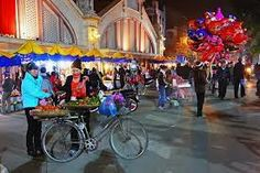 Hanoi nightlife http://holidaytoindochina.com/destinations/vietnam-destinations/hanoi-travel/hanoi-nightlife