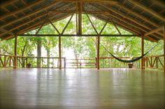 Supposed to be yoga area. But all I see is epic dance studio! Yoga Studio Interior, Yoga Studio Design, Outdoor Yoga, Indoor Outdoor, Wellness Studio, Wellness Resort, Fitness Studio, Gazebo, Pergola