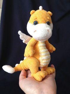 Amigurumi Do Zero Crochet pattern: Little Dragon Crochet Dragon Pattern, Crochet Animal Patterns, Stuffed Animal Patterns, Crochet Patterns Amigurumi, Crochet Animals, Crochet Dolls, Crochet Dinosaur, Crochet Bunny, Cute Crochet